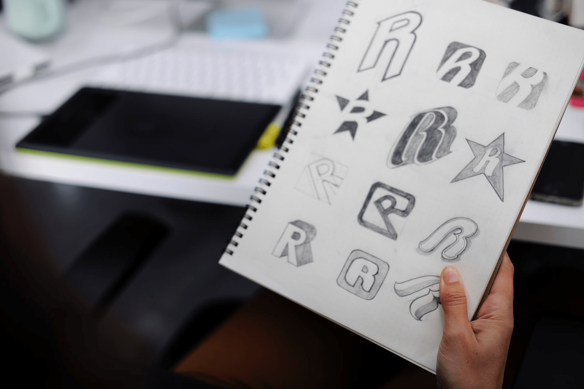 Logo Design Contest vs Hiring a Graphic Designer – Which is Better?
